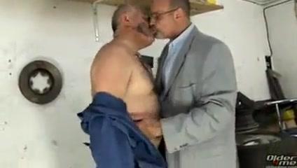 2 horny daddies Eat pussy in Nuevitas