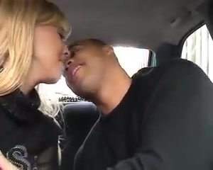 Blondje in de auto hard genomen Girl getting shocker nude