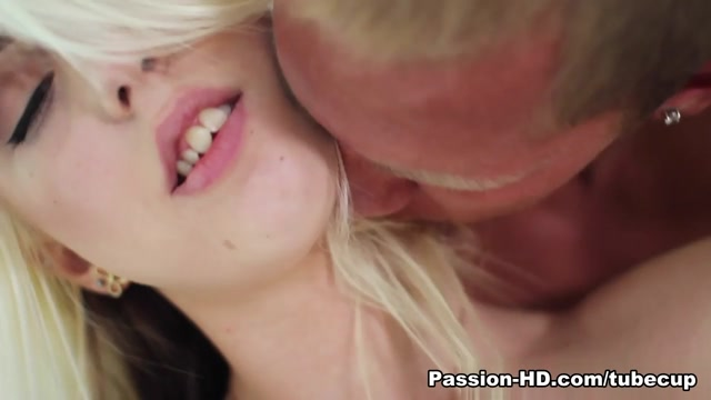 Darcie Belle inFlirtacious Flowers - PassionHD Video Son Blokjob