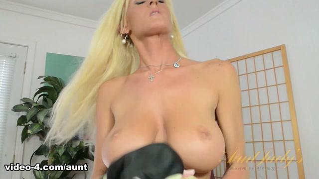 Olivia Blu in Masturbation Movie - AuntJudys