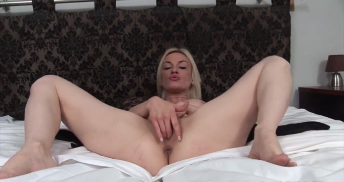 Return of the Milfs 15 sandra brust does a threesome 1