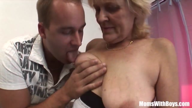 Blonde Old Mama In Stockings Shaved Pussy Fucked Meesteres vernice