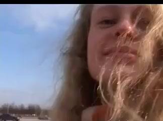 Chica con gafas Wild & Crazy. Public hot porn
