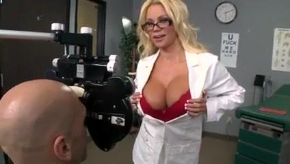 Liz Leighton - Zauberstab Hot ginger hand job gif