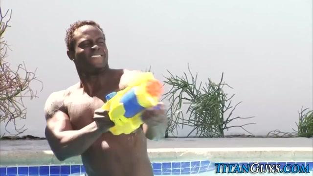 Muscly black hunk jizzes free gay cock videos