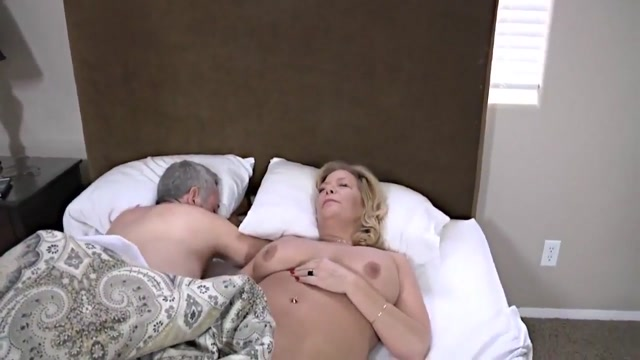 Reveil matinal Naked girls whipped and fucking girls