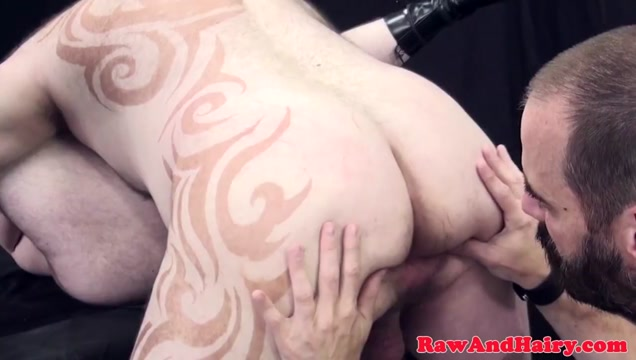 Tattooed superchub barebacked in threeway cock guy getting barely cum cum