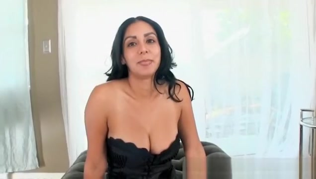 Latina MILF Bianca Mendoza shows off blowjob skill Bisexual Interracial Threesome Sex Party