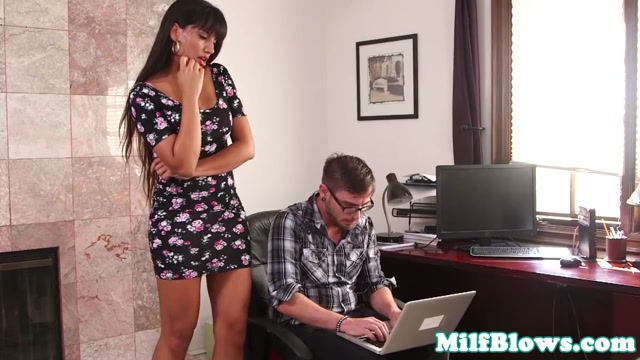 Classy milf deepthroating lucky nerds cock Messages that will get a reply on hookup sites