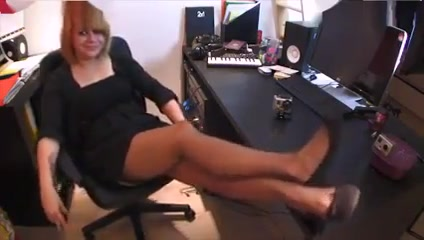 Sniffage de pieds odorant boob break flash naked nude strip tit topless winter