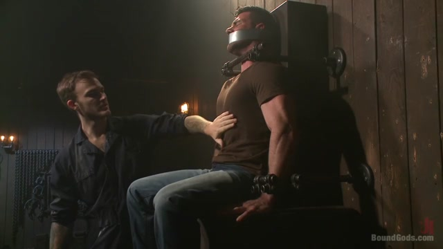 Muscle captive submits to the hands of Mr Wilde Naked black men with erections