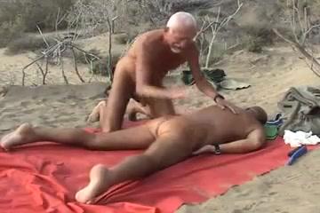 2 matures sur la plage Teen with huge tits amateur nude