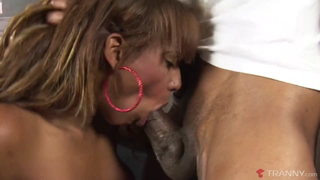 Alessandra Molinari & Capoeira in T-Girl Alessandra Molinari Gets Her Ass Pounded Tranny Biggest penis throat