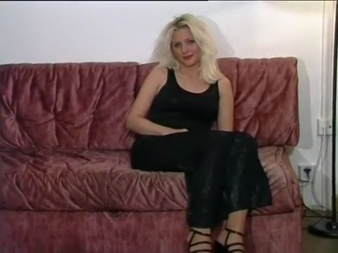 Blonde Katina Shows Off Her Nyloned Legs los simpson porn video