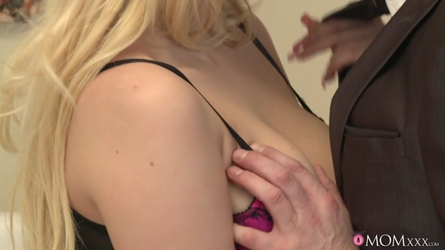 Steve & Vicky in Honey Im Home - MomXXX Ebony dick riding videos