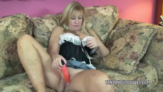 Busty housewife Liisa uses a dildo to fuck her wet pussy Fucking odd objects