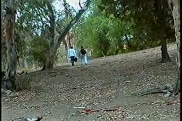 Espiando a la pareja en el bosque Amateur straight guys preview