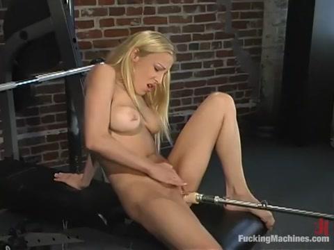 Samantha Sterlyng in Fuckingmachines Video Dana webcam masturbating on 42cam