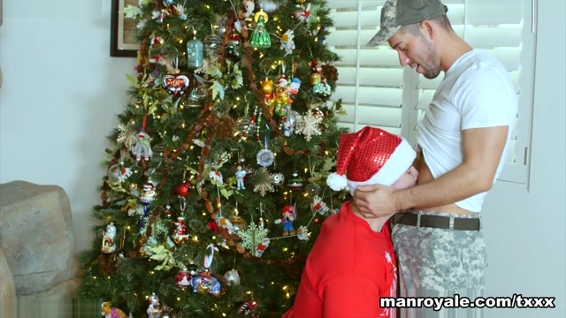 Kyle Kash & Trenton Ducati in Soldier Boy is Home for Christmas - ManRoyale haciendo el amor porno