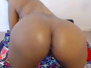 Ebony webcam Beauty spreads her pussy and ass