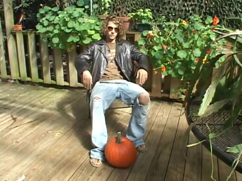 Ritchie tugs his pumkin Foreplay Kissing