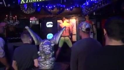 Le gay se fait partouzer dans un club Mature swingers blog