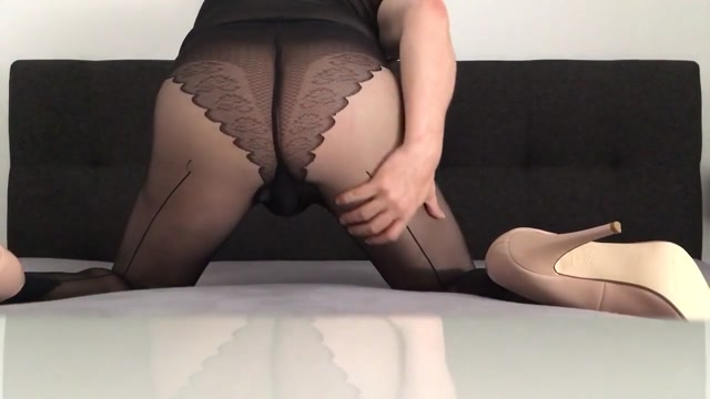 Who want s to use my Sissy ass? Inside japan s sex clubs