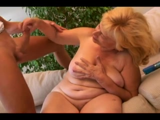 Vera: Oma Gepakt Door Haar Kleinkind Why are good guys single