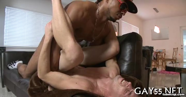 Buff Body Builder sucking casting for porn films young