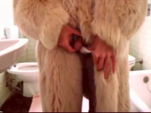 In mom s bathroom i wear her long rose fox fur big cumshot Films x et videos pornos