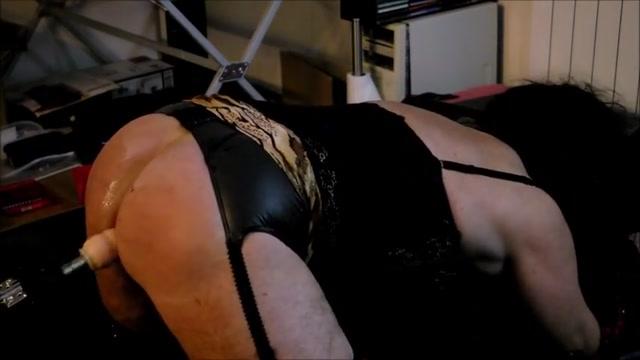 Fickmaschine Busty lesbian licks pussy