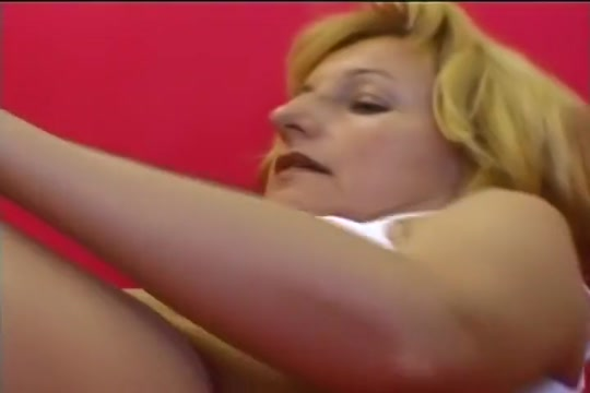 MILF Jennifer Gasps During Deep Drilling