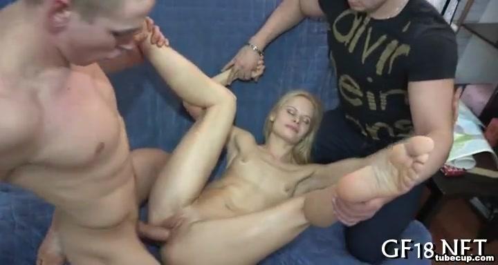 Raucous pussy pleasuring dentists work on nude people