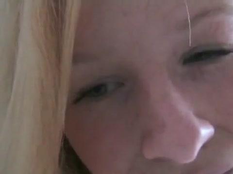 Blonde Tittensau gibt Wichsanweisungen