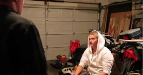 Nick Spanked in Garage Fun leggy cycatki