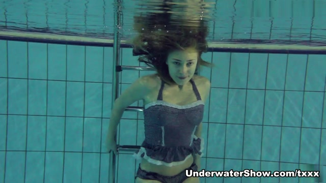 UnderwaterShow Video: Bultihalo pregnant women naked shower