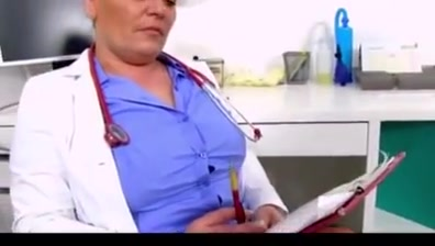Danica enfermera jalandosela a un sujeto y se viene en sus tetas Nikolai Kefman