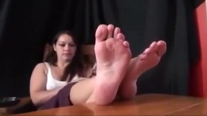 Foot fetish 4 How to tell if a woman is flirting with you