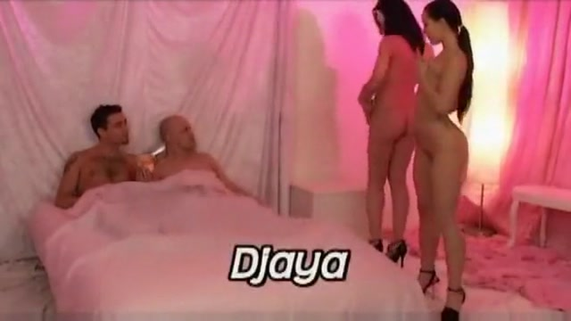 Belle partouze a 4 avec Liza del Sierra qui fait sa bisexuelle gay sexy big dick