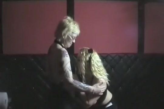 Gang Bang pour deux gouines blondasses Sexy sasha boobs