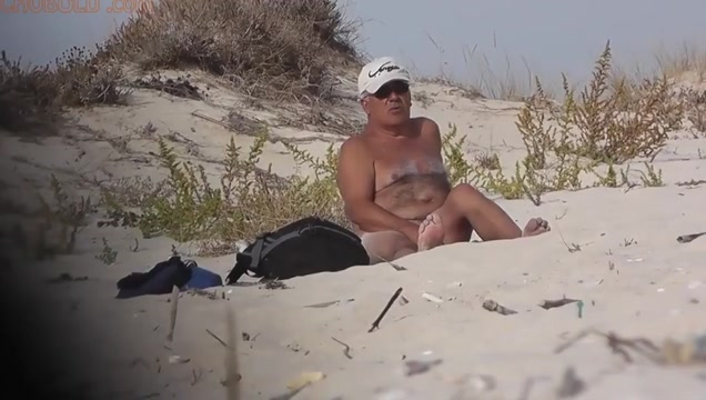 Beach Inspector v3670 (Part 2 of 2) Les masseuse pussylicking babe in the bathtub