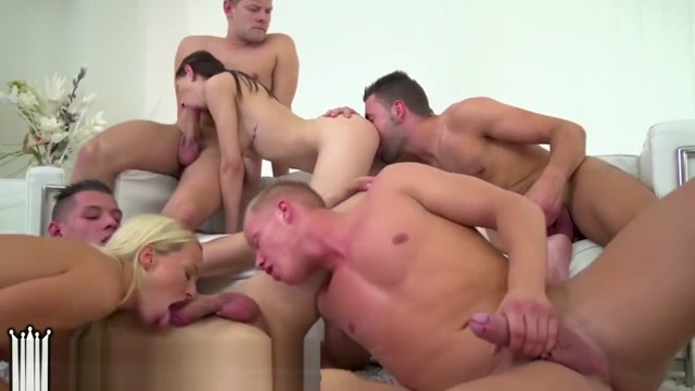 BiEmpire 4 Hunks and 2 Chicks Enjoy a Bisex Anal Orgy!