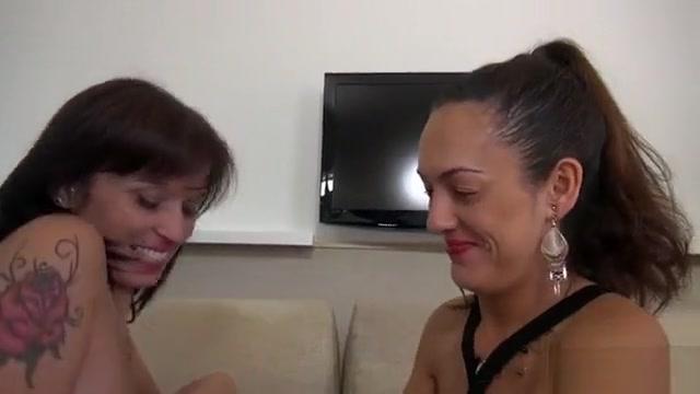 Deux copines parisiennes se font un plan a 4 Hairy busty sex