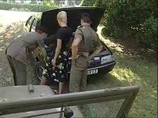 Jolie blonde enculee par deux militaires Naked indian dancing girls