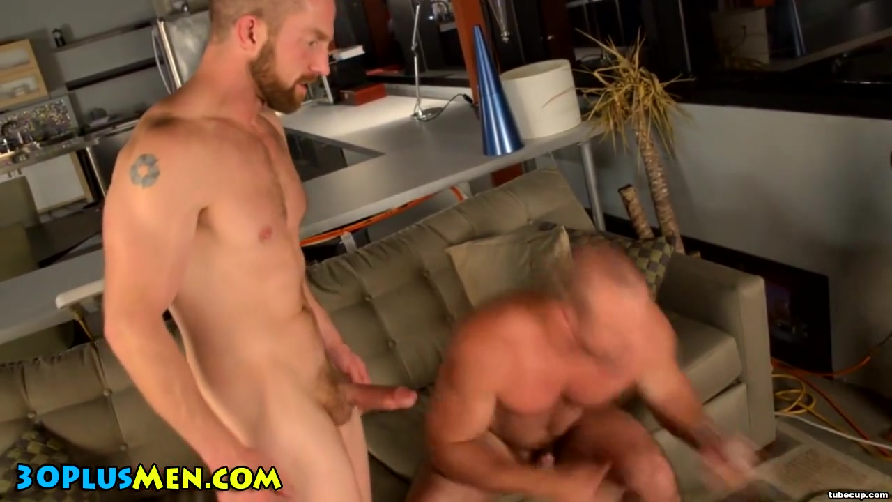 Muscly hunk rides bear Xxx Poposu