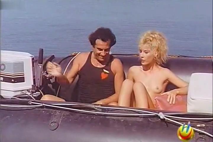 Serena Grandi,Elvire Audray,Eleonora Brigliadori in Rimini Rimini (1987) Solo gay men sauna