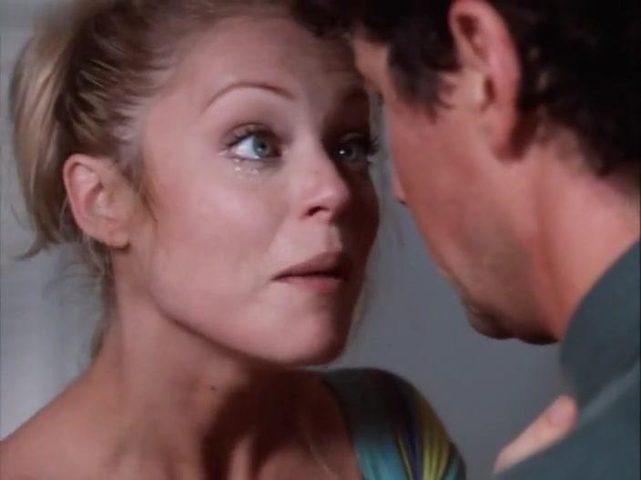 Charlotte Ross,Dedee Pfeiffer in A Kiss So Deadly (1996)