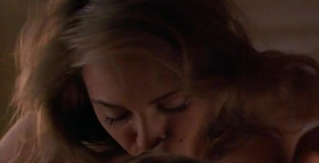 Brenda Bakke,Valeria Golino in Hot Shots! Part Deux (1993)