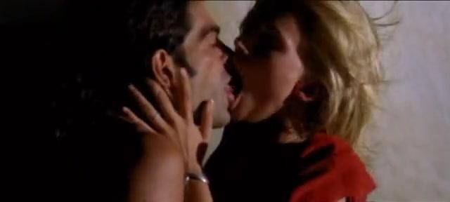 Natasha Henstridge in Bela Donna (1998) Hookup in the dark sexiest episode 2020
