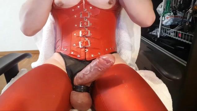 Poppers und Wichs geile Sissy-SAU melkt ihren Boy-Schwanz Madonna with cum on her face